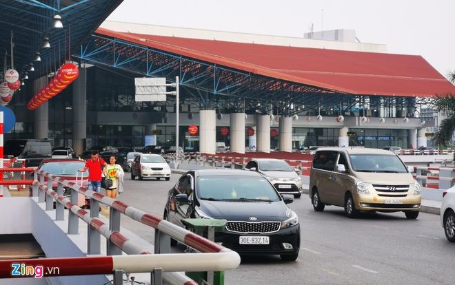 Sân bay Nội Bài lo đối phó 'cò' taxi - hinh 1