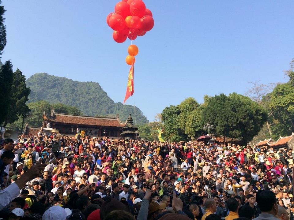 Thuê xe đi lễ hội Chùa Hương - hinh 4