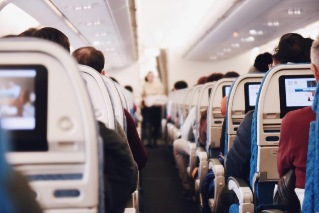 Chỗ ngồi trên máy bay ít có nguy cơ lây nhiễm virus corona nhất - hinh 2