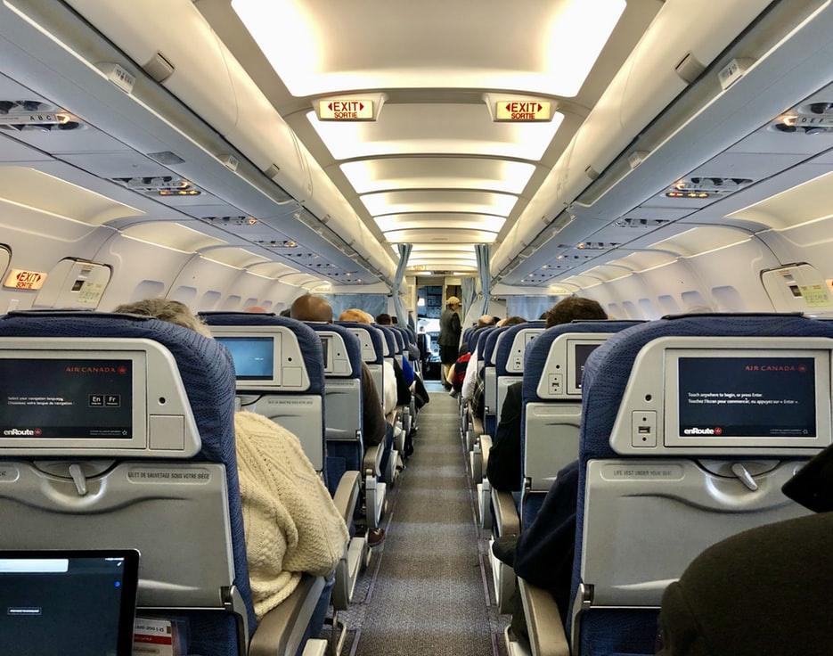Chỗ ngồi trên máy bay ít có nguy cơ lây nhiễm virus corona nhất - hinh 4