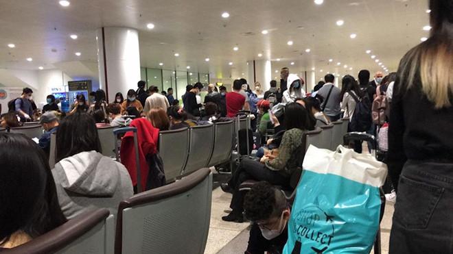 0h ngày 22-3: Tạm dừng nhập cảnh với người nước ngoài, người gốc Việt có giấy miễn thị thực - hinh 2