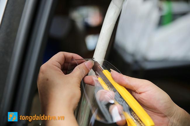 Taxi công nghệ lắp màng chắn đối phó với dịch bệnh Covid-19 - hinh 3