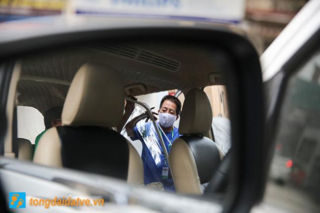 Taxi công nghệ lắp màng chắn đối phó với dịch bệnh Covid-19 - hinh 5