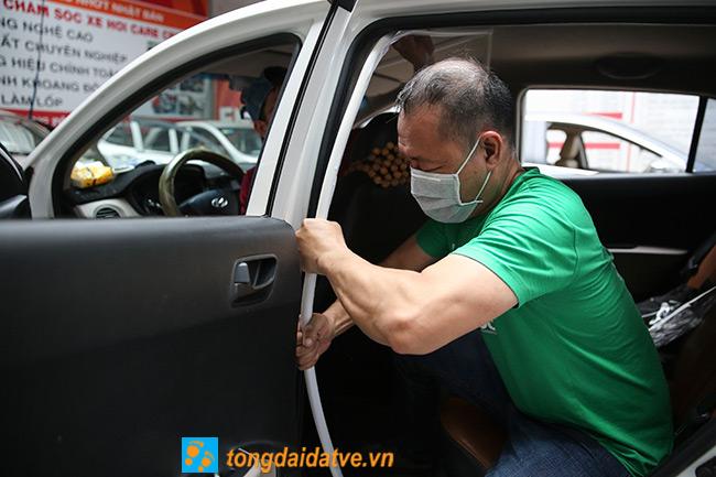 Taxi công nghệ lắp màng chắn đối phó với dịch bệnh Covid-19 - hinh 6