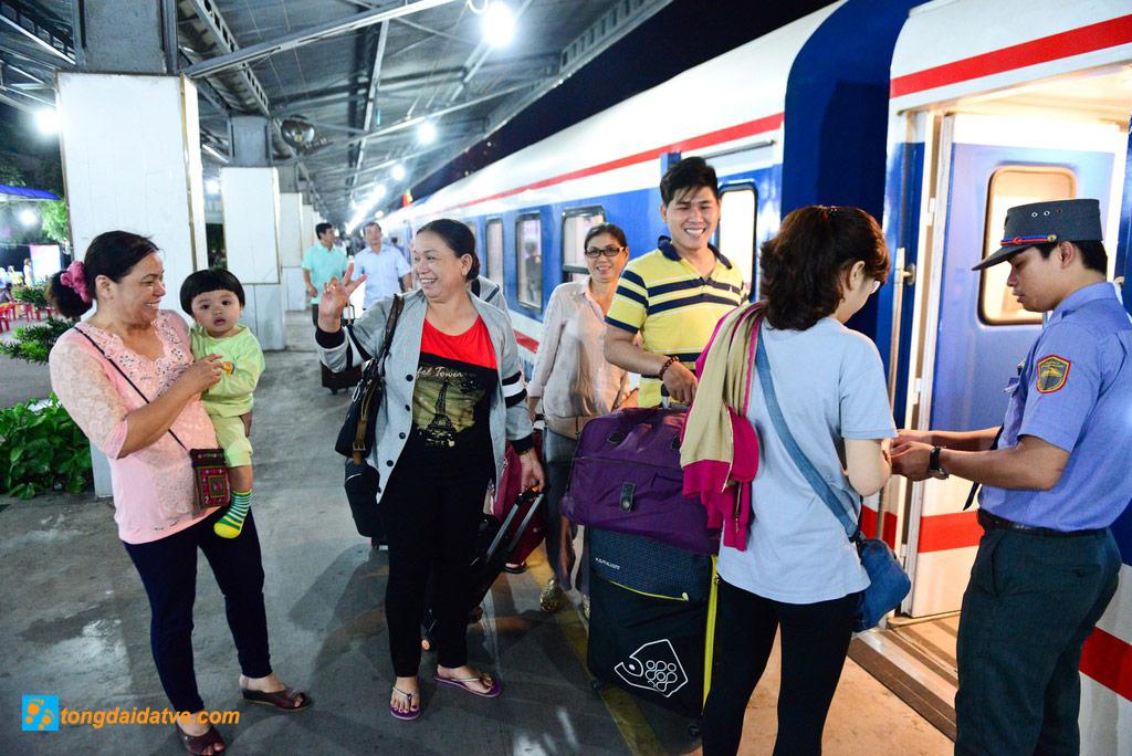 VÉ Tàu 5 Sao Từ Sài Gòn Đi Nha Trang - hinh 1